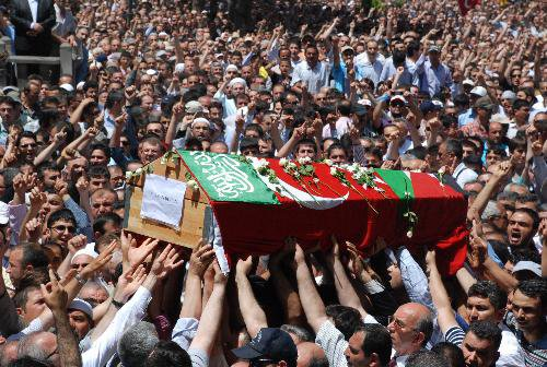 Tens of thousands of mourners attended the funeral (Janazah prayer) of him held at Hunat Mosque in Kayseri on 4th June 2010.